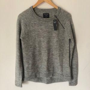 NWT Abercrombie Gray Zip Crew Neck Sweater XS/S